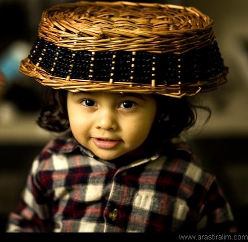 Ekmek Sepetli Çocuk